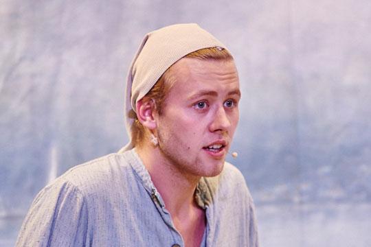 Hans, de Müllerspurscht (Sven Geiger) ist auf der Suche nach seinem Kater.