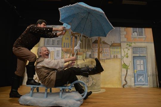 Wenn Sausewind Morgestärn (Lukas Fehr) und Cumulus Wulcheschlosser (Rudolf Ruch) ihr Lied singen, fährt ihr Wulche-Mobil doppelt so schnell.